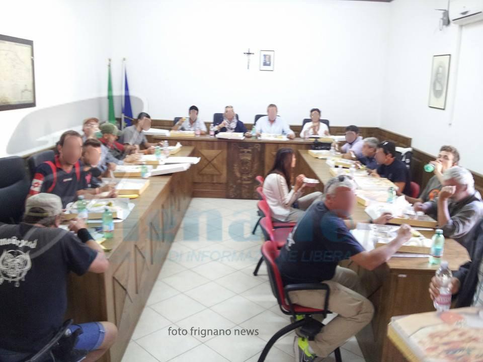 Frignano sala consiliare usata per banchetti ed elezioni politiche frignano news portale al - Sala marocchina usata ...